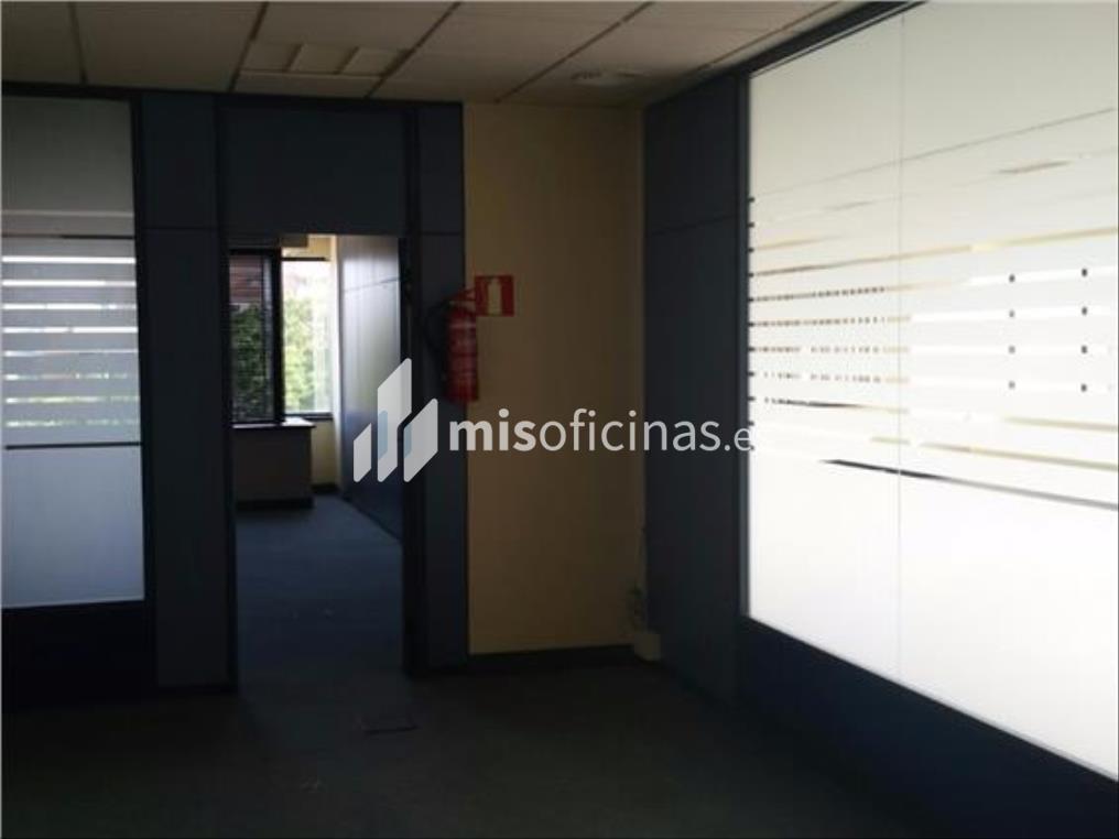 Oficina en alquiler en Calle Almendralejo de 210 metros en Sevilla foto 1
