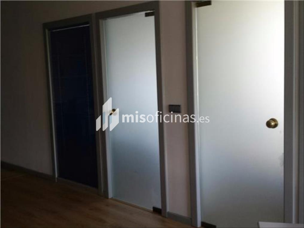 Oficina en alquiler en Calle Almendralejo de 146 metros en Sevilla foto 3
