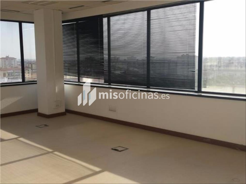 Oficina en alquiler en Calle Alcalde Luis Uruñuela de 412 metros en Sevilla foto 1