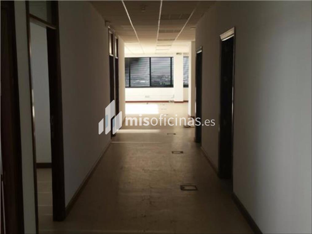 Oficina en alquiler en Calle Alcalde Luis Uruñuela de 412 metros en Sevilla foto 2