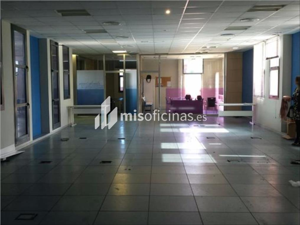 Oficina en alquiler en Calle Luis Fuentes Bejarano de 780 metros en SevillaVista exterior frontal