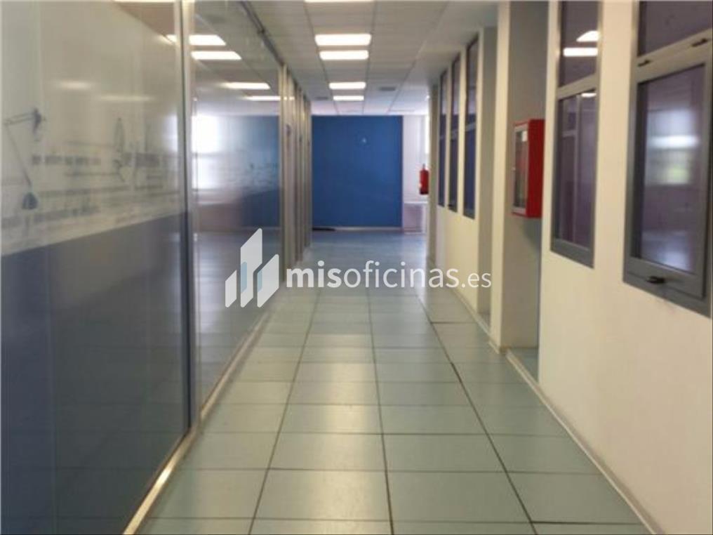 Oficina en alquiler en Calle Luis Fuentes Bejarano de 780 metros en Sevilla foto 1