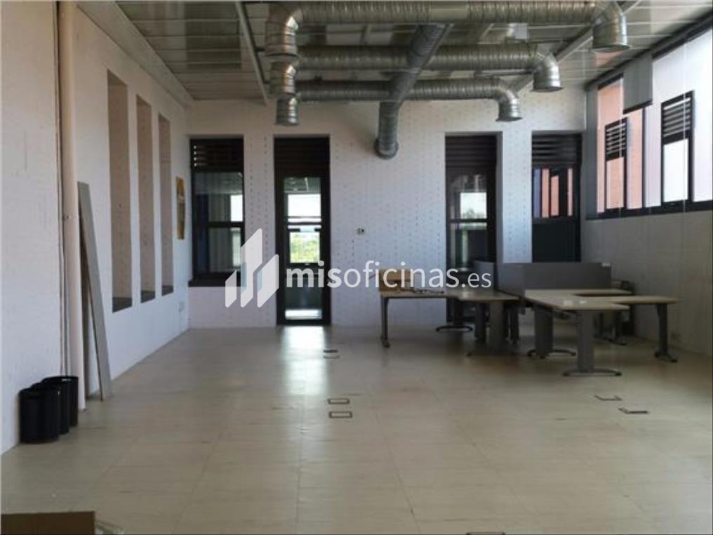 Oficina en alquiler en Calle Luis Fuentes Bejarano de 780 metros en Sevilla foto 2