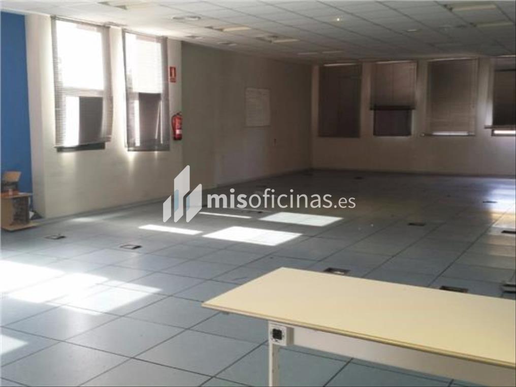 Oficina en alquiler en Calle Luis Fuentes Bejarano de 780 metros en Sevilla foto 4