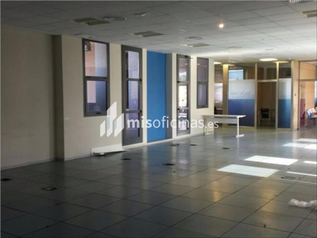 Oficina en alquiler en Calle Luis Fuentes Bejarano de 780 metros en Sevilla foto 5