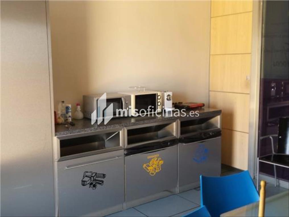 Oficina en alquiler en Calle Luis Fuentes Bejarano de 780 metros en Sevilla foto 6