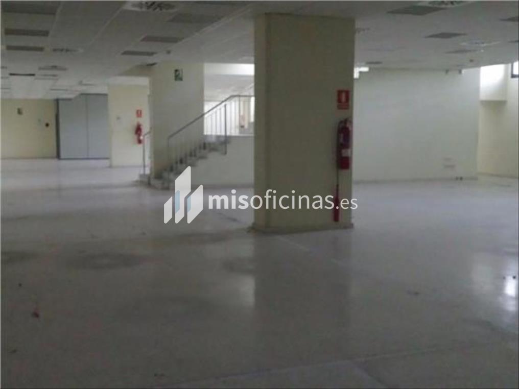 Oficina en alquiler en Calle Américo Vespucio de 550 metros en Sevilla foto 3
