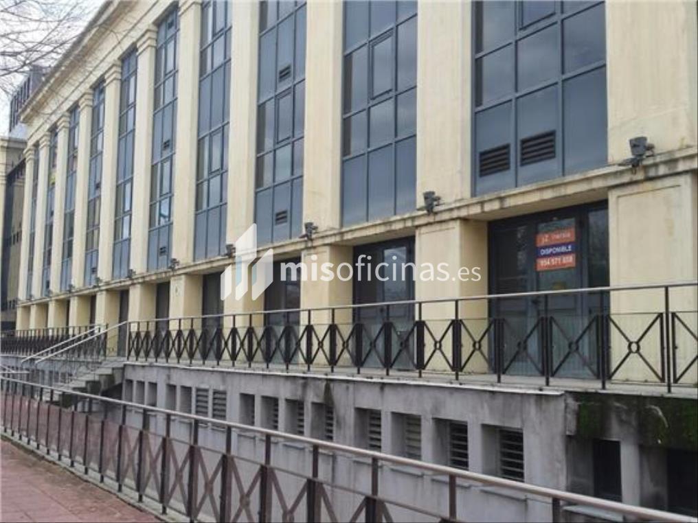 Oficina en alquiler en Calle Américo Vespucio de 1.100 metros en Sevilla foto 1