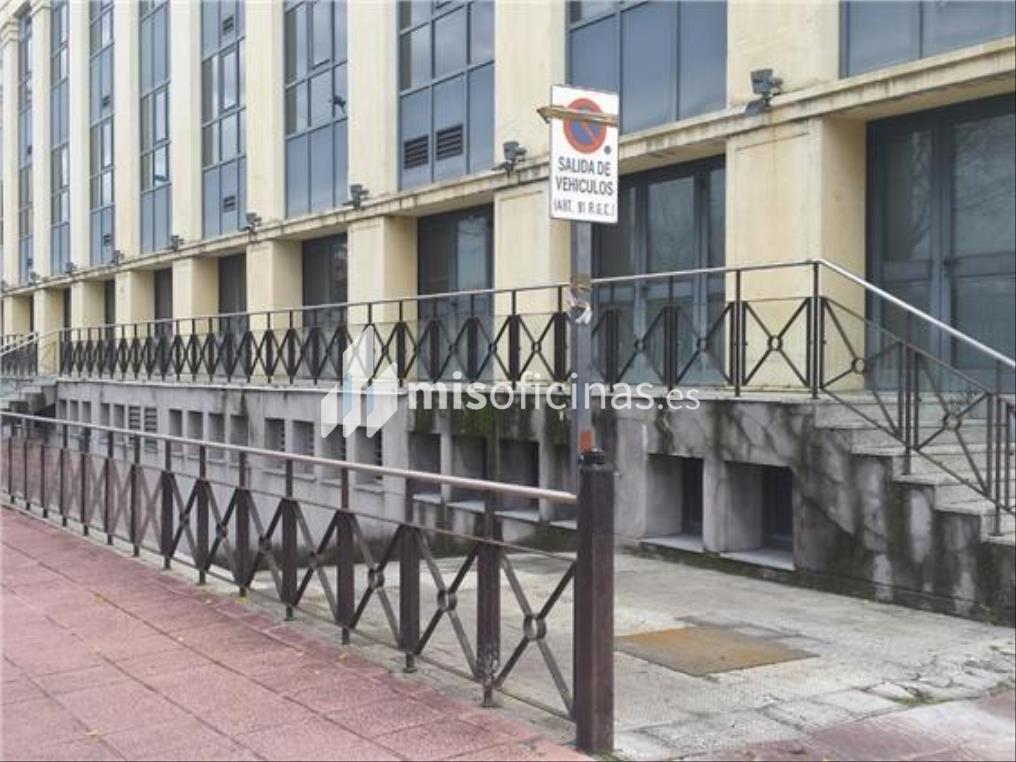 Oficina en alquiler en Calle Américo Vespucio de 1.100 metros en Sevilla foto 2