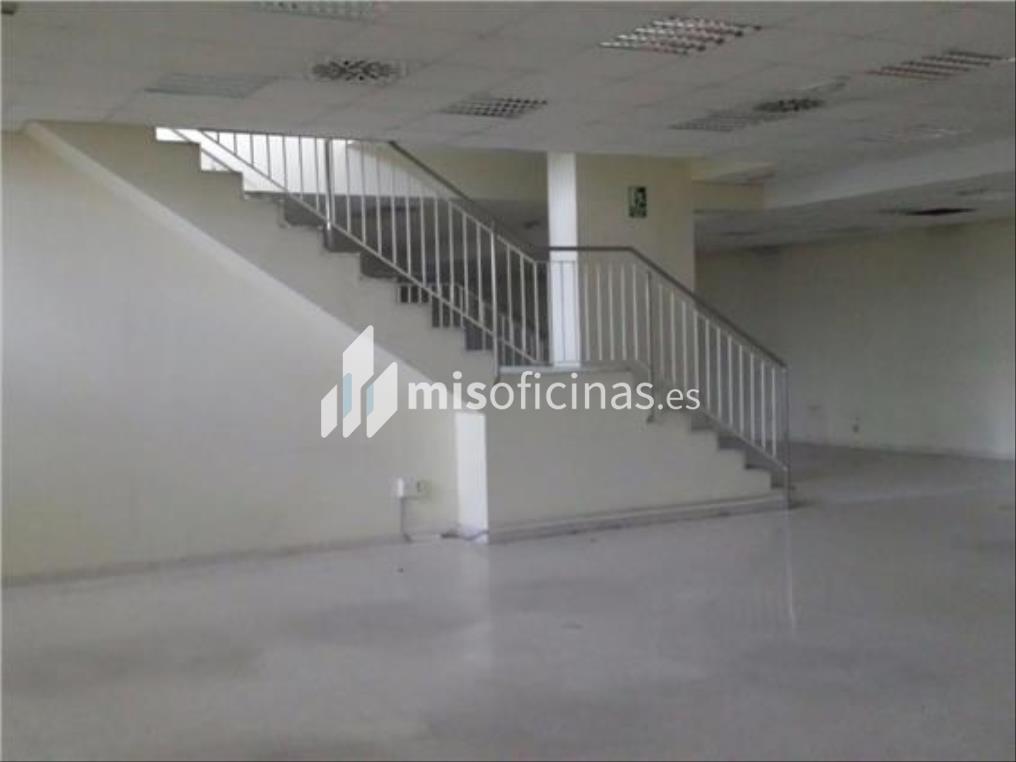 Oficina en alquiler en Calle Américo Vespucio de 1.100 metros en Sevilla foto 3