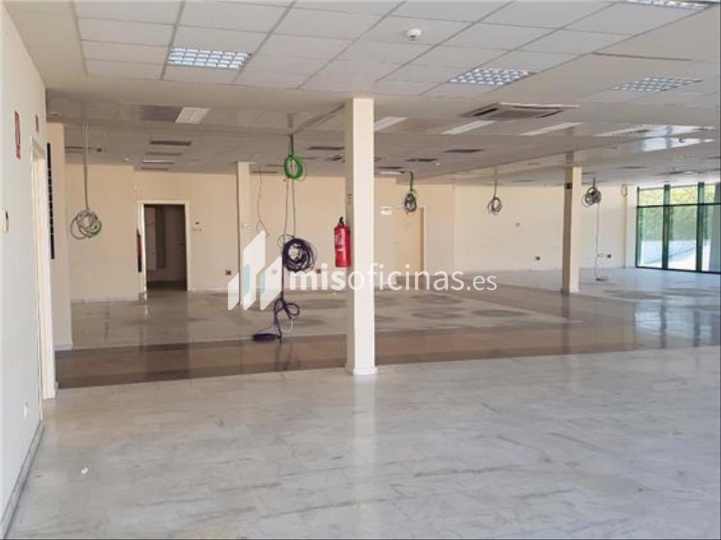Oficina en alquiler en Calle Aviación de 700 metros en Sevilla foto 2