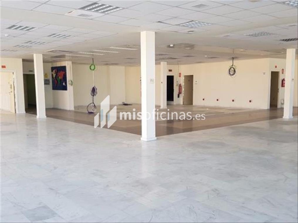 Oficina en alquiler en Calle Aviación de 600 metros en Sevilla foto 1