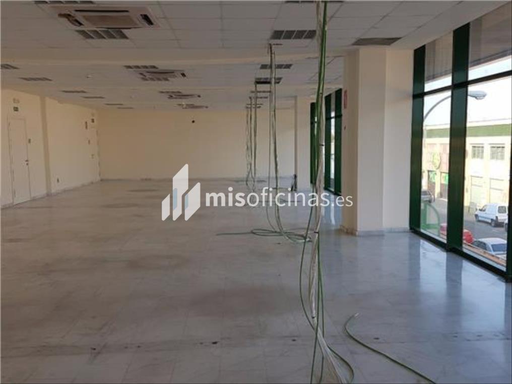 Oficina en alquiler en Calle Aviación de 600 metros en Sevilla foto 3