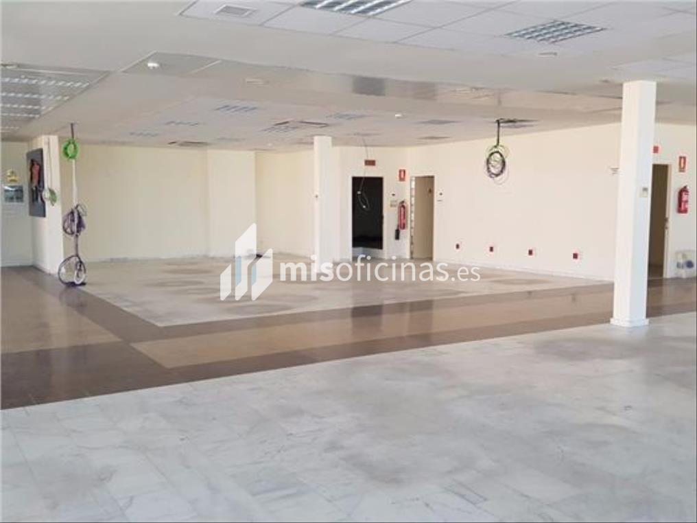 Oficina en alquiler en Calle Aviación de 600 metros en Sevilla foto 2