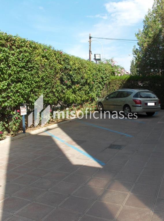 Oficina en alquiler en Avenida De La Palmera. de 500 metros en Sevilla foto 2