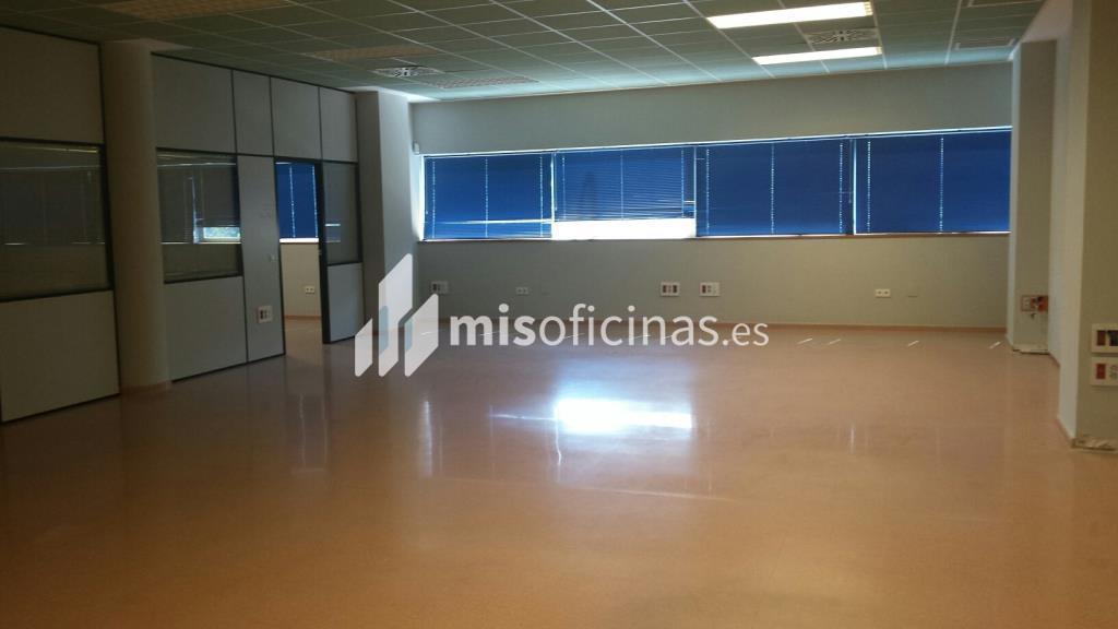 Oficina en alquiler en Avenida Alcalde Luis Uruñuela (Pal. Congresos) de 4.250 metros en Sevilla foto 1