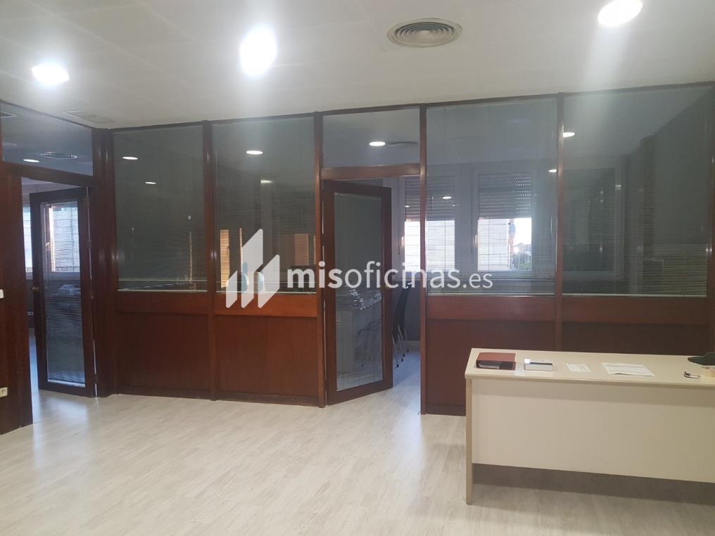Oficina en alquiler en Calle Cardenal Bueno Monreal de 150 metros en SevillaVista exterior frontal