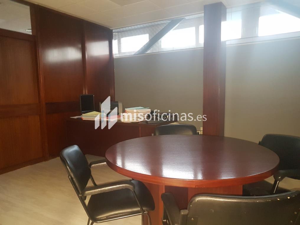 Oficina en alquiler en Calle Cardenal Bueno Monreal de 150 metros en Sevilla foto 2