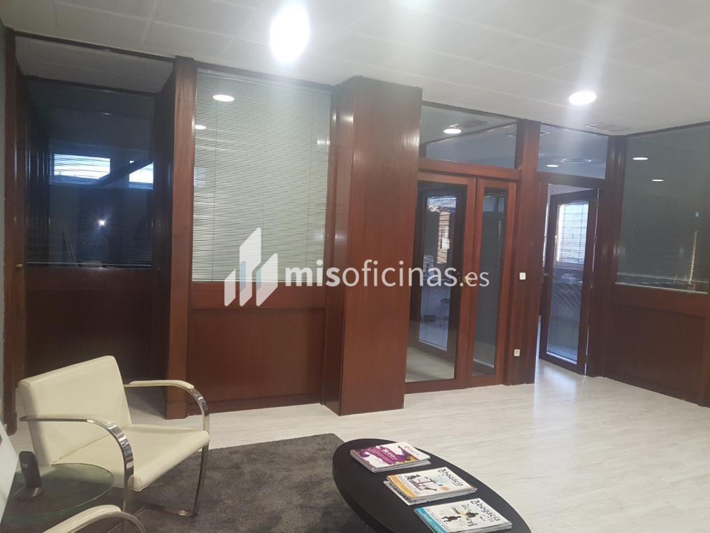 Oficina en alquiler en Calle Cardenal Bueno Monreal de 150 metros en Sevilla foto 3
