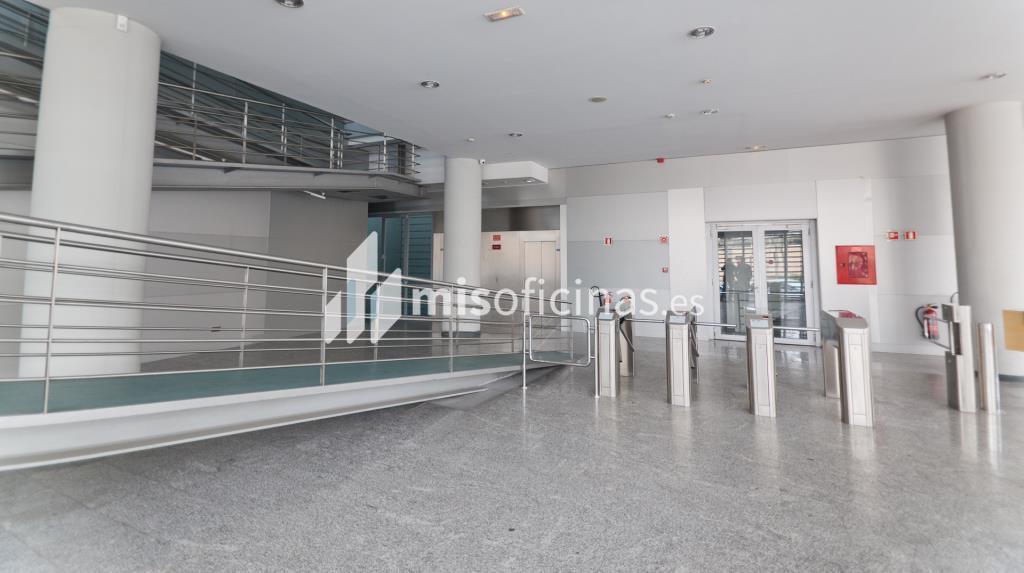 Oficina en venta en Calle Labastida 9 de 4.536 metros en Fuencarral-Tres Olivos, Madrid foto 4