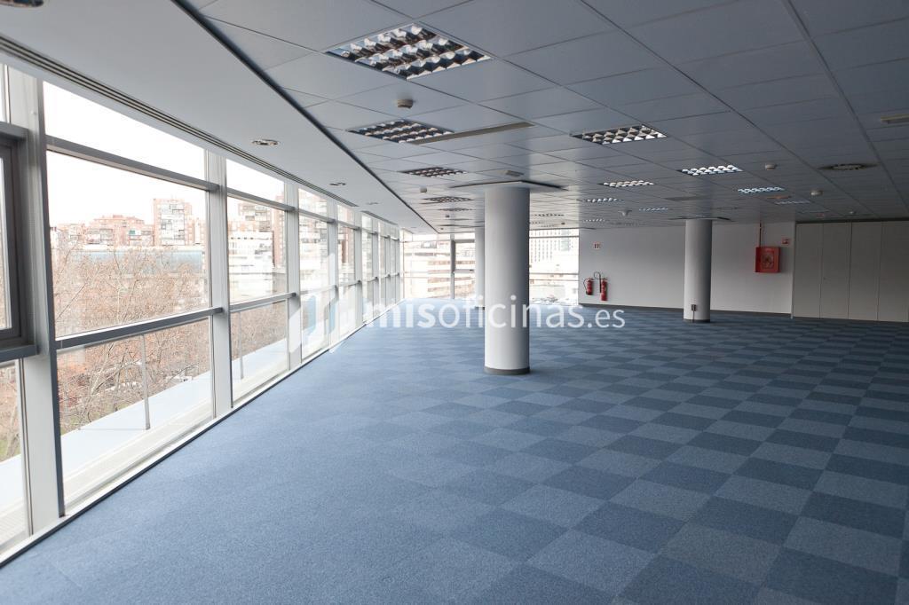 Oficina en venta en Calle Labastida 9 de 4.536 metros en Fuencarral-Tres Olivos, Madrid foto 17