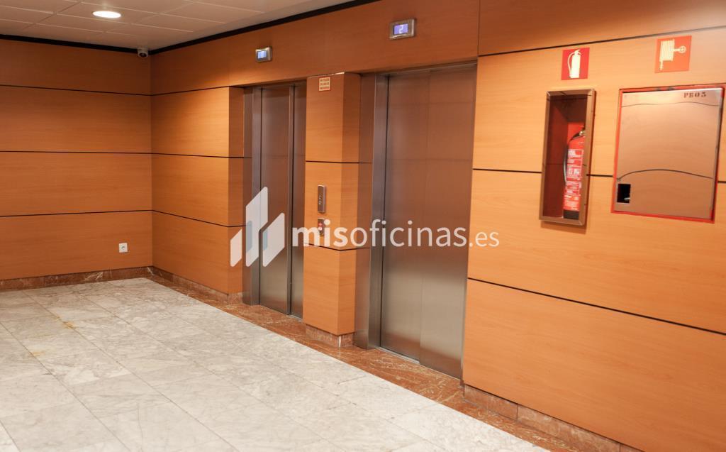 Oficina en alquiler en Plaza De La Encina 104 de 281 metros en Tres Cantos foto 3
