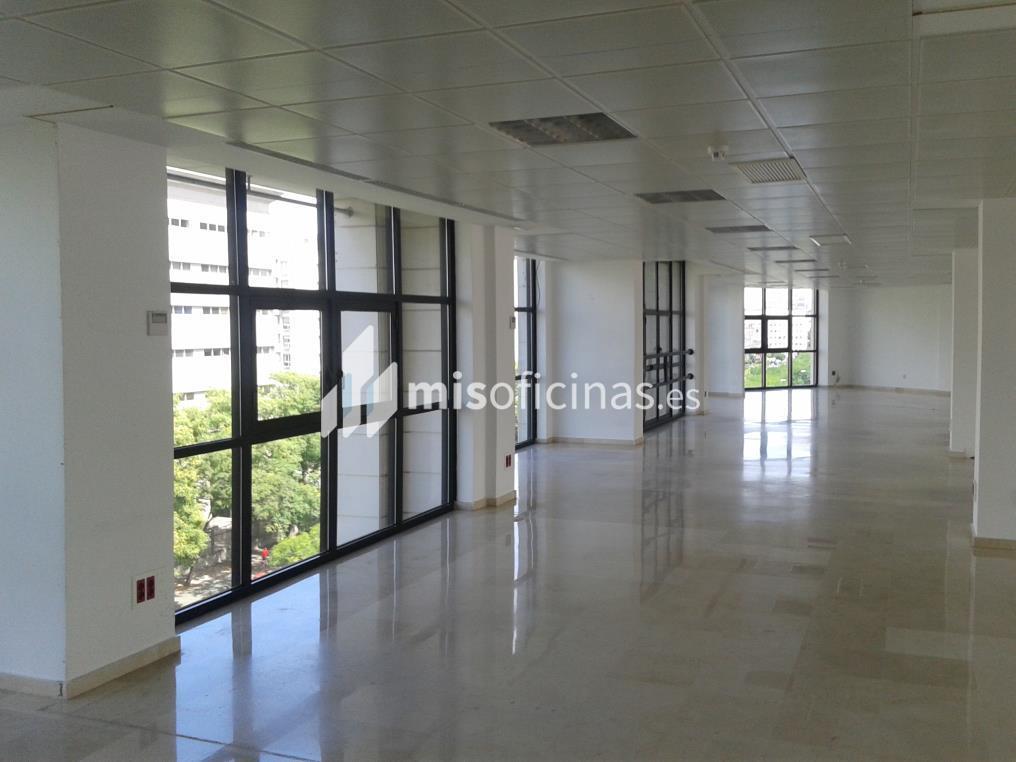 Oficina en alquiler de 76 metros en Sevilla foto 3