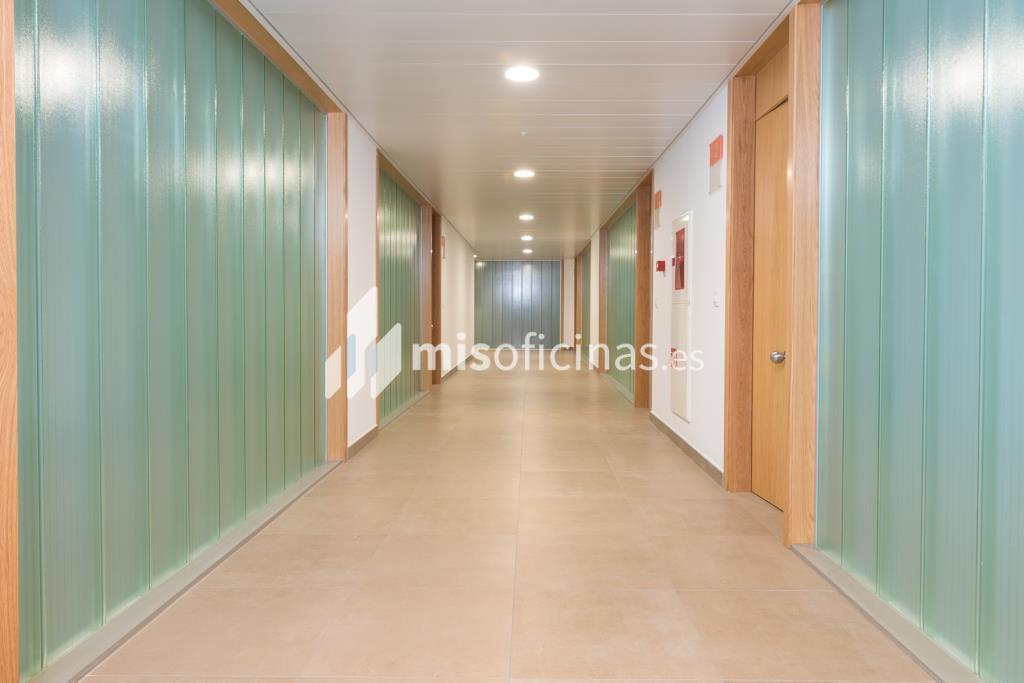 Oficina en alquiler de 201 metros en Sevilla foto 1
