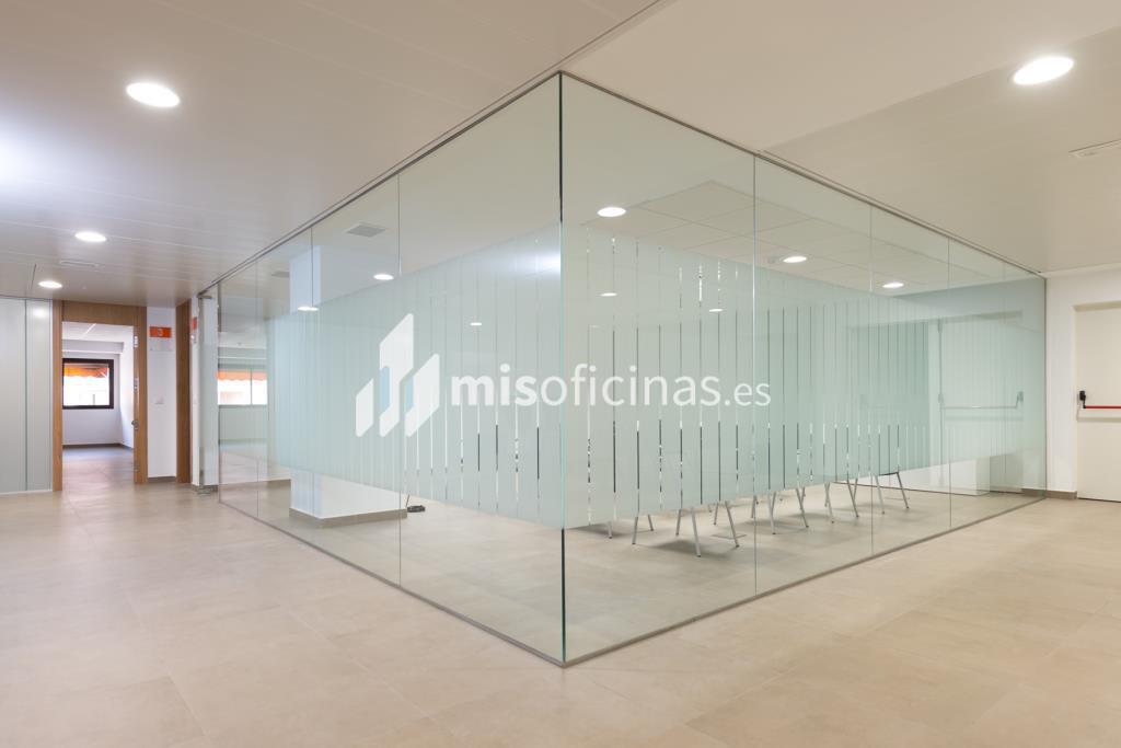 Oficina en alquiler de 201 metros en Sevilla foto 2