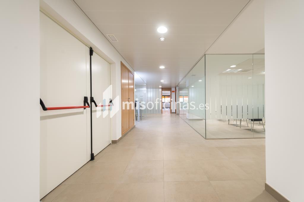 Oficina en alquiler de 201 metros en Sevilla foto 3