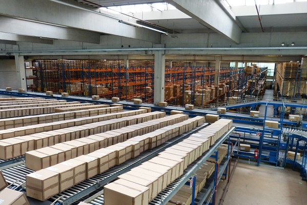 Amazon inaugura su primer centro logístico en Galicia
